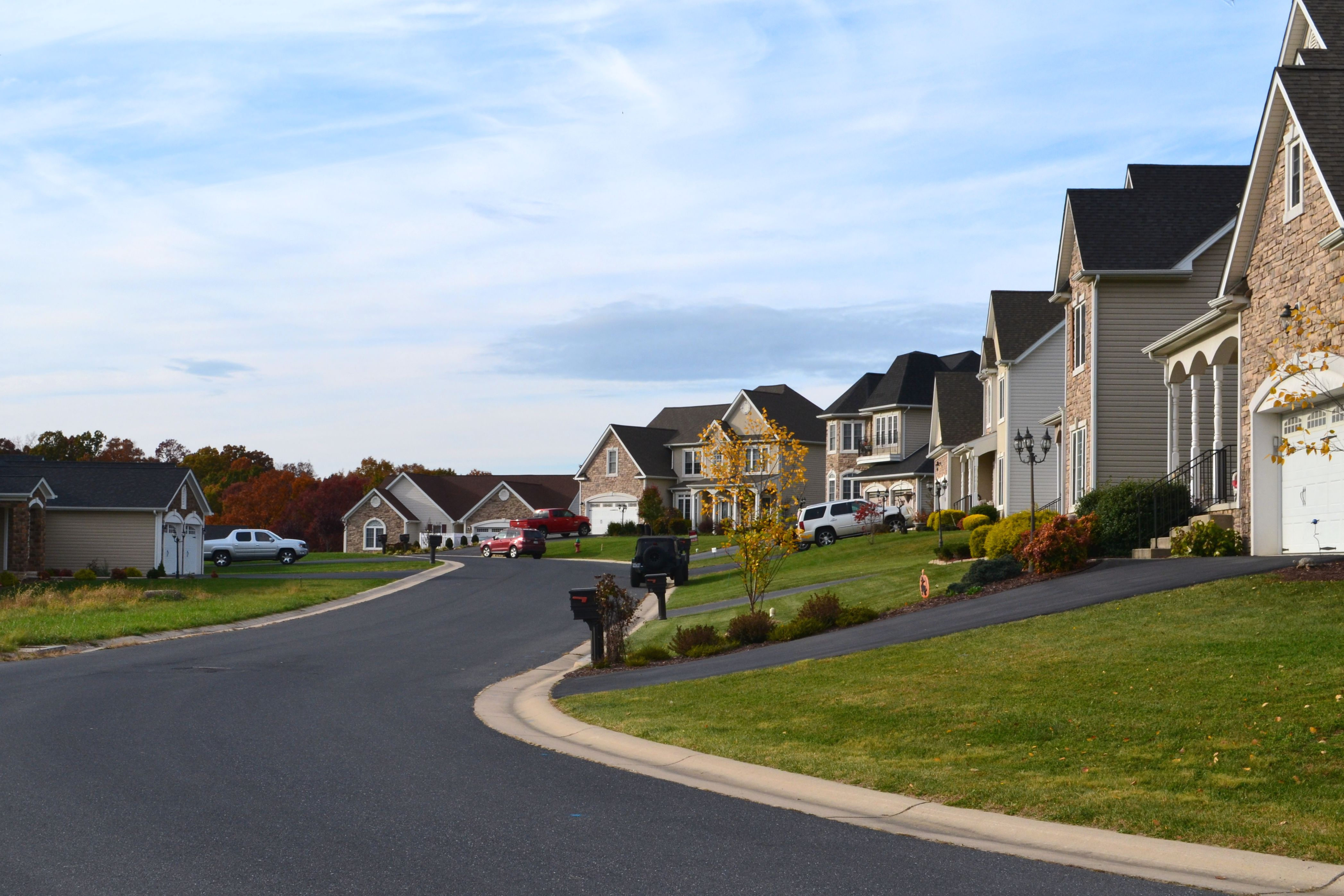 a-typical-middle-class-neighborhood-in-the-small-cities-and-suburbs-of-our-state-new-homes-houses-on_t20_KoavGv